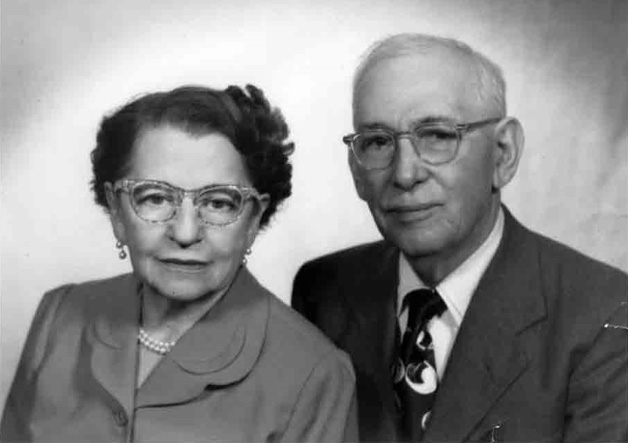 Portrait of José T. Canales with his wife.